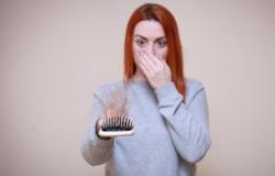 Veja como o estresse leva à queda de cabelo