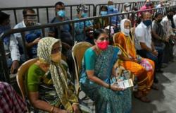Índia anuncia ajuda bilionária para o setor de saúde diante de segunda onda devastadora