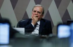 Tasso quer chamar Abin para falar na CPI sobre guerra biológica após declaração de Bolsonaro