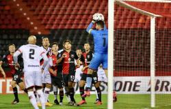 Zé Roberto acusa argentino do Newell's Old Boys de injúria racial