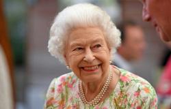 Rainha Elizabeth II condecora cientistas atuantes no combate ao coronavírus
