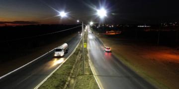 Vice-prefeito avalia que nova iluminação melhorará condições de trafegabilidade na Rodovia Palmiro Paes de Barros