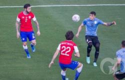 Com um a menos, Chile segura empate com Uruguai na Arena