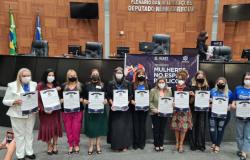"""Secretária Municipal participa do seminário """"Mulheres no Espaço Público"""" e recebe Moção de Aplausos"""