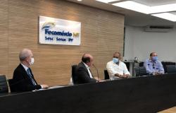 Reunião discute possíveis parcerias e implantação do sistema Renalegis na Câmara