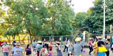 Atividades físicas do projeto qualidade de vida são realizadas em ritmo de festa junina
