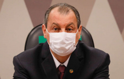 Omar Aziz anuncia que Pacheco prorrogará CPI da Covid nesta semana