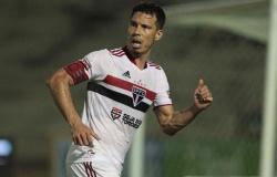 De saída do São Paulo, Hernanes é o 5º maior artilheiro do clube no século