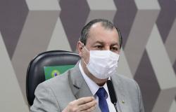 Bolsonaro compartilha vídeo com denúncias contra Omar Aziz