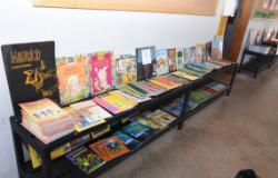 Secretaria Municipal de Educação doa 620 exemplares e 40 kits de livros para a unidade do Instituto Reação, em Cuiabá