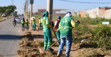Limpurb leva Mutirão de Limpeza para três comunidades e realiza grande operação na Estrada do Moinho
