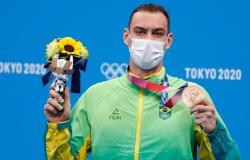 Medalha de bronze, nadador Fernando Scheffer treinou em açude por causa da pandemia