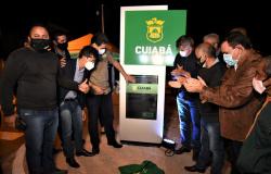 Emanuel entrega asfalto no Dr. Fábio I e destaca luta de Misael Galvão e de presidente da Associação de Moradores