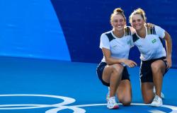 É Bronze! Laura Pigossi e Luisa Stefani conseguem virada épica e conquistam medalha histórica no tênis
