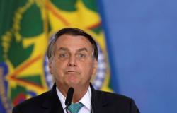 Tinha poderes para fechar Brasil, mas não tranquei um botequim', diz Bolsonaro