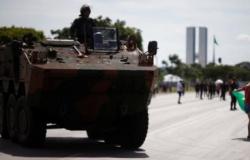Forças Armadas farão desfile de blindados no dia em que Câmara deve votar PEC do voto impresso