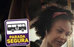 Secretaria Municipal da Mulher participa de ação de conscientização sobre a lei da 'Parada Segura'