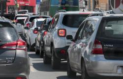 Licenciamento de veículos com placas finais 1, 2, 3 e 4 vence em 31 de agosto