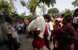 """Haitianos terão """"dias dolorosos pela frente"""" contando vidas perdidas para terremoto"""