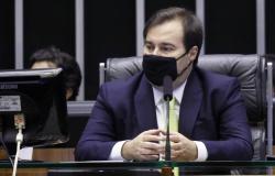 Rodrigo Maia toma posse em SP e pede unidade da terceira via em torno de Doria