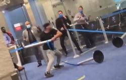 EUA: Homem se recusa a usar máscara, agride funcionário e vandaliza sala de embarque