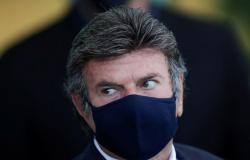 Descumprir decisões judiciais configura crime de responsabilidade, diz Fux, em recado a Bolsonaro