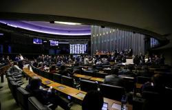 Câmara retira quarentena eleitoral para juízes e militares do Código Eleitoral