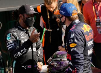 Hamilton e Verstappen não recuarão nem depois de colisão, diz chefe da F1