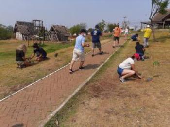 Limpurb doa 100 mudas de plantas para Rotary Club de Cuiabá