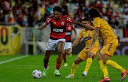 Vitinho iguala Arrascaeta e se torna o líder de assistências do Flamengo na temporada