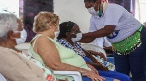 Cidade de SP inicia aplicação de 3ª dose em idosos acima de 70 anos