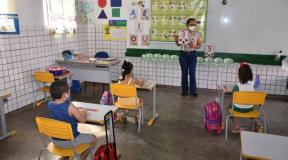 Estudantes da rede pública municipal de Cuiabá retornam às salas de aula