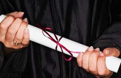 ANGÚSTIA E FRUSTRAÇÃO Universidade deve indenizar aluna por atraso de 7 anos para entregar diploma