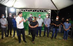 Emanuel entrega praça pública no Jardim Ubirajara e anuncia pavimentação para o próximo ano
