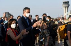 Voo com 80 afegãos evacuados via Paquistão chega à Espanha