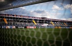 Com um a menos, Bragantino vence Atlético-GO e segue no G-4