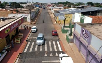 Secretaria de Obras Públicas avança com pavimentação na Avenida 30 e alcança trecho de 1 km