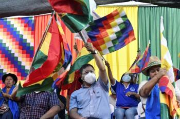 Milhares de bolivianos manifestam-se em apoio ao governo