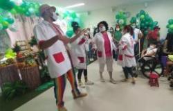 Dia das Crianças foi marcado por festa, brincadeiras e presentes às crianças internadas no HMC