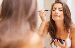Dermatologista alerta sobre tendência de usar lubrificante íntimo para fixar a maquiagem