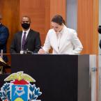 hauahuahauhauhauahhauhauahuahuahauhuCom o compromisso de representatividade, Janaina Riva é reconduzida à vice-presidência da ALMT e faz história