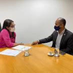 hauahuahauhauhauahhauhauahuahuahauhuDeputada entrega demanda sobre desburocratização do revalida ao reitor da UFMT