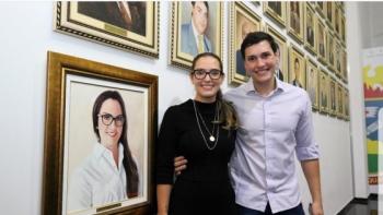 Janaína é a primeira mulher a ter um quadro na galeria dos presidentes da AL