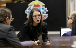 """Quatro do TRE citam irregularidades """"irrisórias"""" e votam por absolver deputada em MT"""