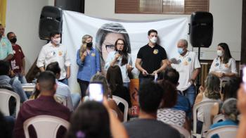 Durante reunião em Cuiabá com cerca de 300 apoiadores, Janaina Riva pede votos para França, Fávaro e Luluca Ribeiro