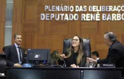 Janaina comemora cerca de 30 prefeitos parceiros eleitos e diz que, por enquanto, se mantém neutra no 2º turno em Cuiabá