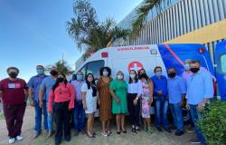 Deputada Janaina entrega nova ambulância a Poconé, com recursos de emenda parlamentar