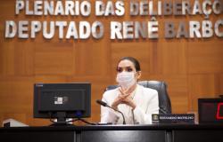 Primeira mulher a assumir a 1ª Secretaria da AL, Janaina Riva continua fazendo história na política de MT