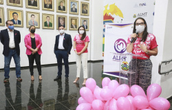 Deputada aproveita abertura do outubro rosa para cobrar regulamentação da lei do mamóvel