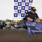 Polícia Rodoviária Federal prende dupla com fuzis, explosivos e carro roubado em Ji-Paraná.